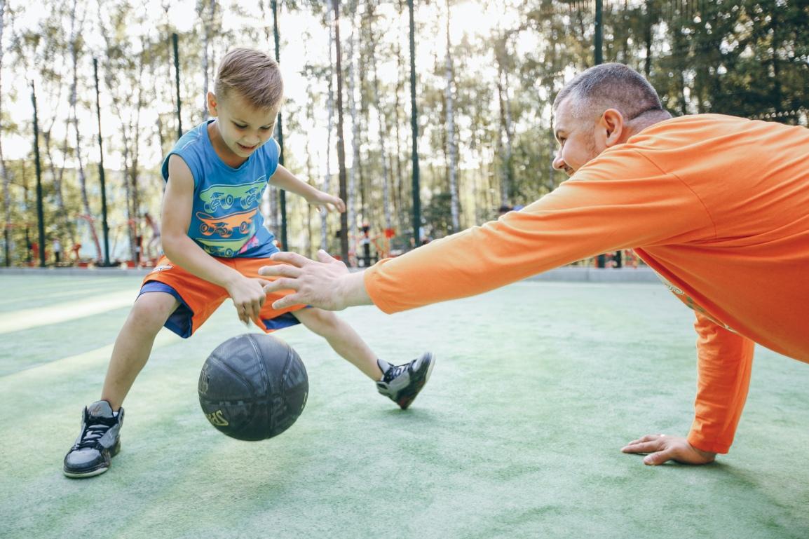 5 brincadeiras para fazer com as crianças e se exercitar nasférias
