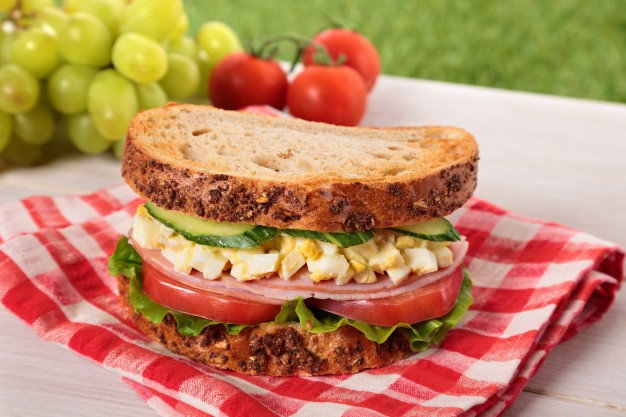 tasty-picnic-on-the-grass_1147-30