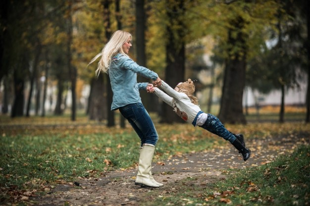 freepik - mother-and-daughter-playing-together-in-the-park_1153-710