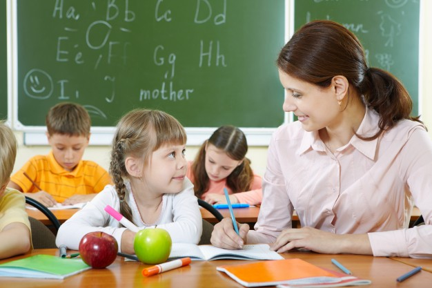 teacher-helping-her-student_1098-997