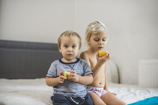 brothers-eating-an-apple_23-2147615865.jpg