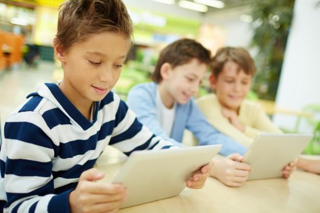 schoolchildren-having-fun-on-break_1098-3072.jpg