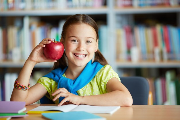 smiling-girl-with-an-apple_1098-2602.jpg