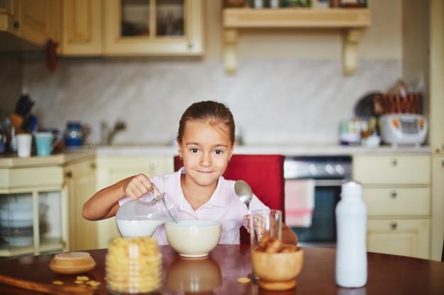 home-portrait-meal-breakfast-love_1098-6411