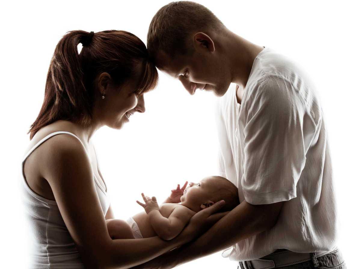 Saiba a importância do contato físico e interação entre pais efilhos