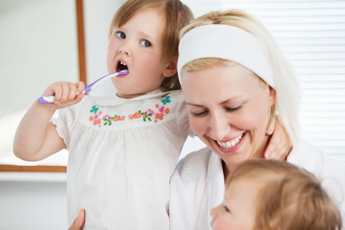 Como cuidar dos dentes de leite dascrianças?