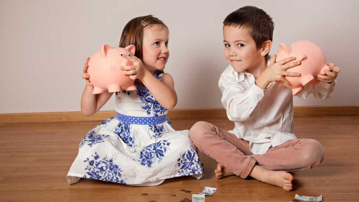 criança-dinheiro-mesada