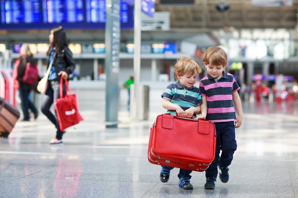 Quatro dicas para viajar de avião com crianças pequenas semestresse