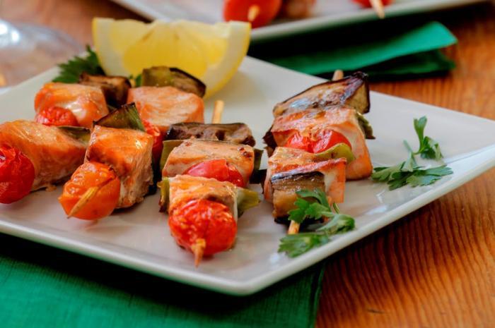 Espetinhos de salmão