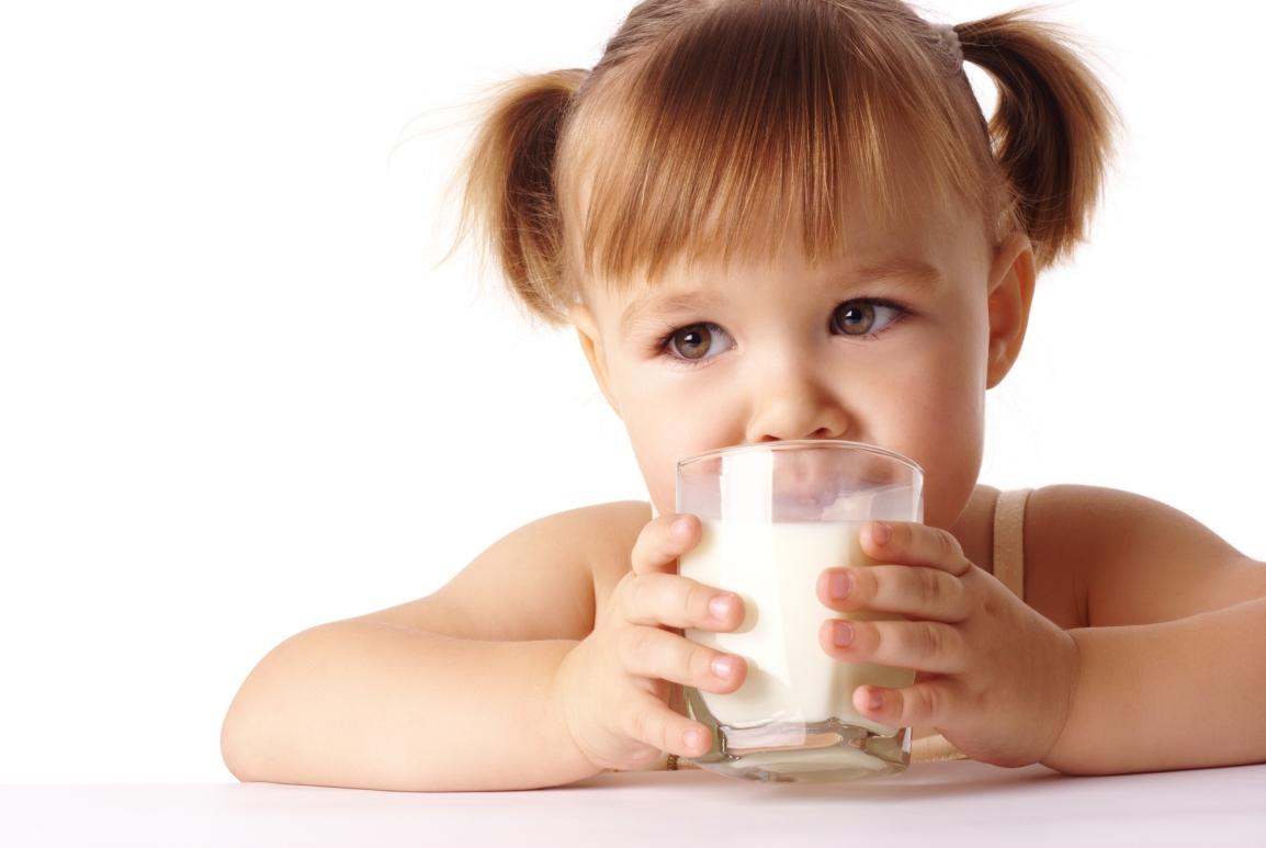 Conheça os benefícios do leite para ascrianças