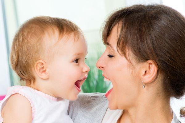 Saiba como estimular o bebê a falar suas primeiraspalavras
