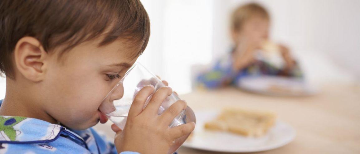Hidratação das crianças requer cuidado dobrado nos diasquentes