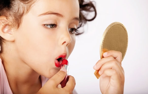 Vaidade infantil: preocupação excessiva com a beleza pode prejudicar ospequenos