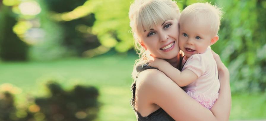 Crianças que recebem colo dos pais se tornam maisconfiantes