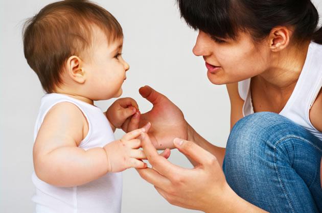 Bebês distinguem idiomas antes mesmo defalar