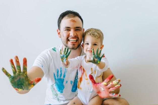 Brincadeiras fortalecem o vínculo entre pai efilho