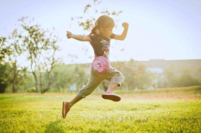 crianca-brincando-liberdade