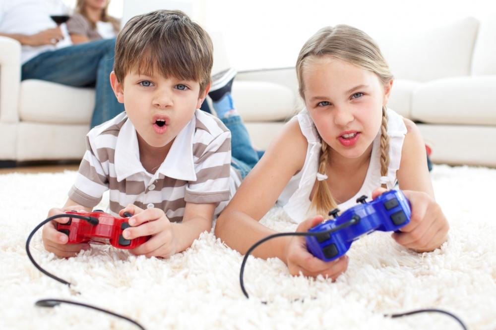 crianas-jogando-videogame-